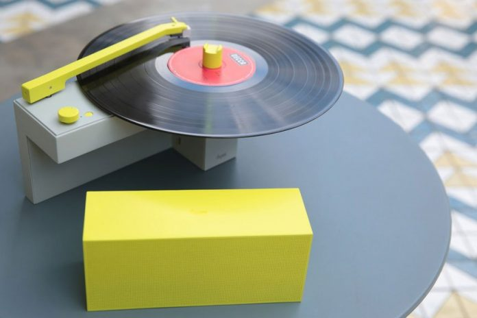 DUO turntable with detachable Bluetooth speaker