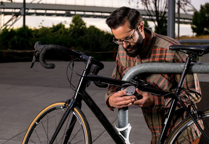 igloohome Smart Padlock utilizing for bicycle
