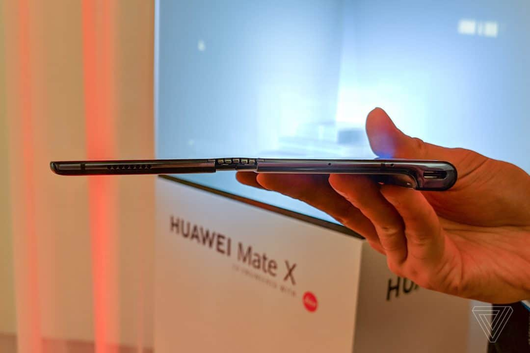 Huawei Mate X: 5.4mm thick when unfolded