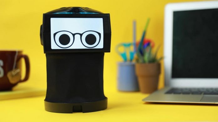 Peeqo: a robot that responds using videos and GIFs