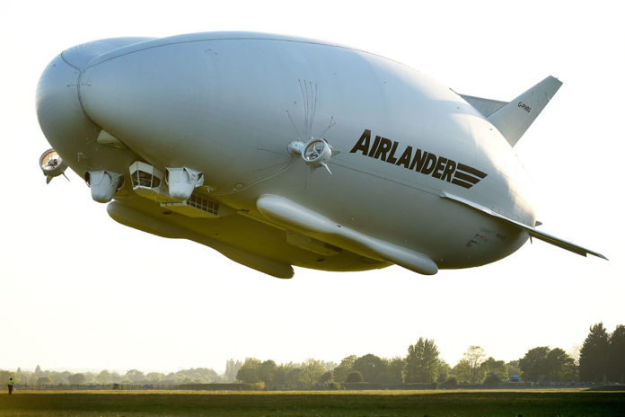 The world's largest aircraft, Airlander 10 taking flight