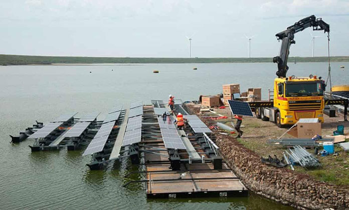 Dutch engineers build world's largest archipelago of solar panels