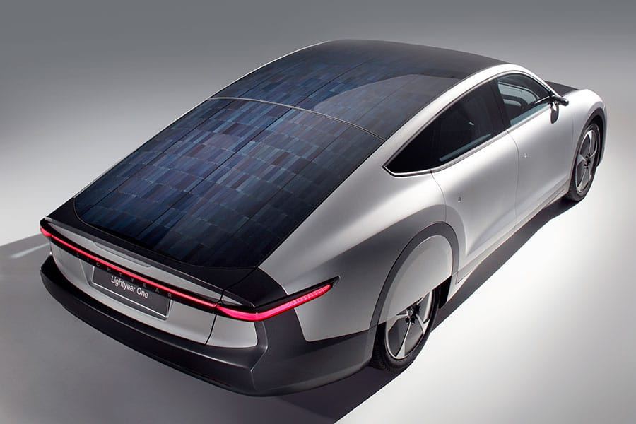 The roof and hood offer five square meters of integrated solar cells. / Image: Lightyear