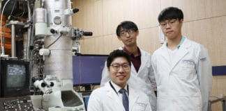 Prof.Yuk and his two PhD candidates Parks/ Image: KAIST