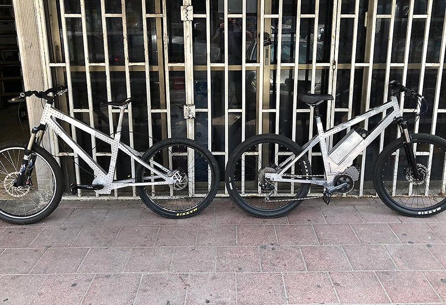 e-Bikes with Rear motor and Mid Drive 250W
