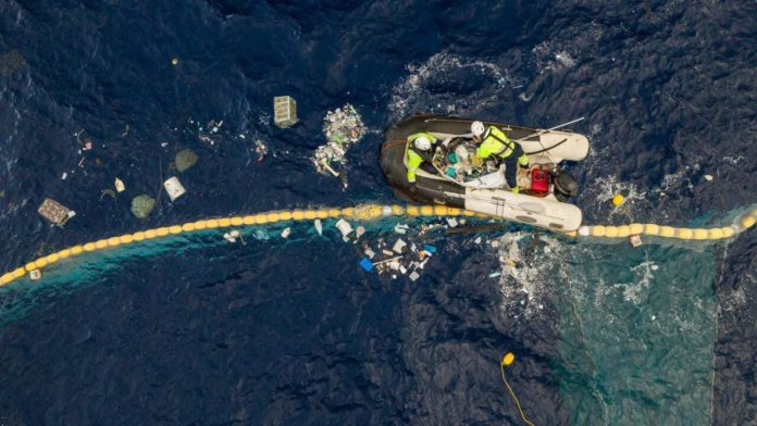 The system 001 aims to remove the largest accumulation of ocean plastic in the world./ Image Credit: The Ocean Cleanup