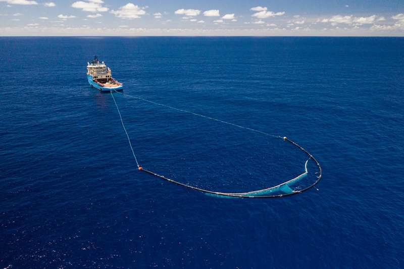 The Ocean Cleanup's U-shaped barriers./ Image Credit: The Ocean Cleanup