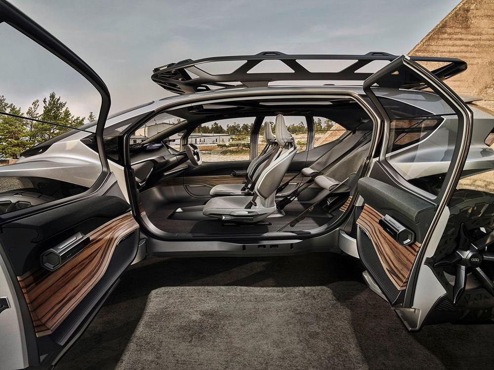 The cabin is worthy of a large saloon, and even has elements such as a front trunk or a removable roof rack.