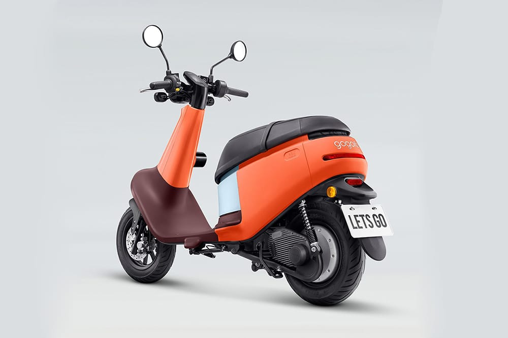 The scooter weighs just 80 kg (176 lbs), and provide storage space of up to 21 L.