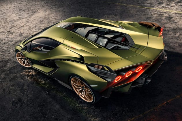 The supercar makes the total power of 819 hp (602 kW). Image Credit: Lamborghini