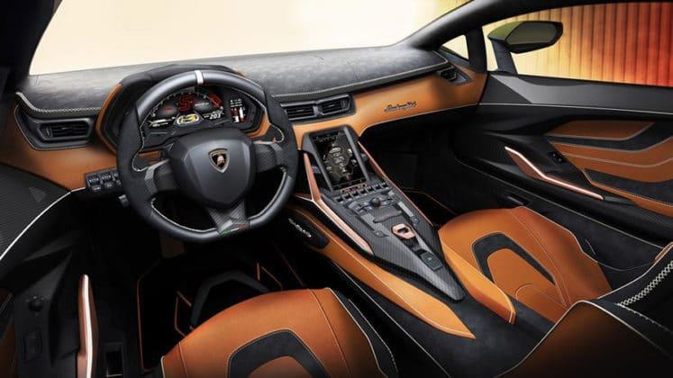 Digital dash and center console touch screen. Image Credit: Lamborghini