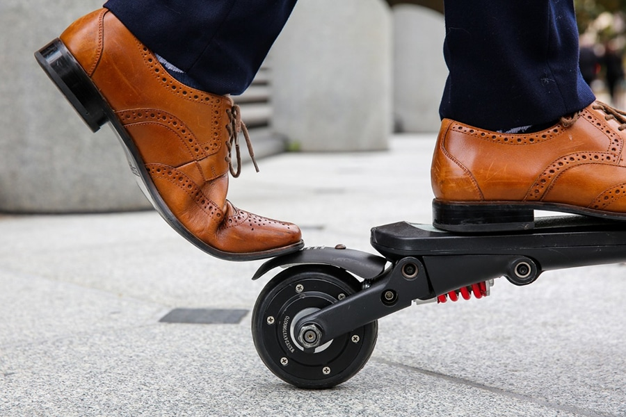 MiniFalcon utilizes both an electric brake AND a manual brake
