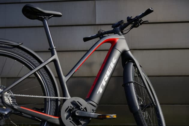 Allant+ comes with OCLV carbon frame that keeps the bike's weight surprisingly light.