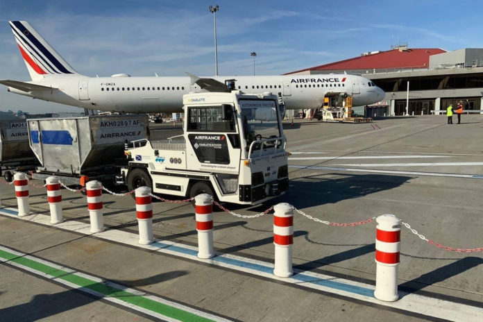 The French airline has begun testing an autonomous airfield baggage tractor at Toulouse-Blagnac Airport.