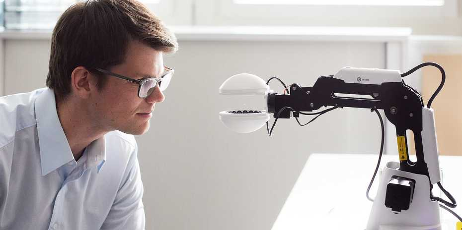 New robotic hand is a sort of gripper made up of two 3D printed semi-spheres.
