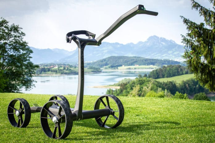 S-Walk, the first Golf e-Trolley with a smart automatic speed regulation.
