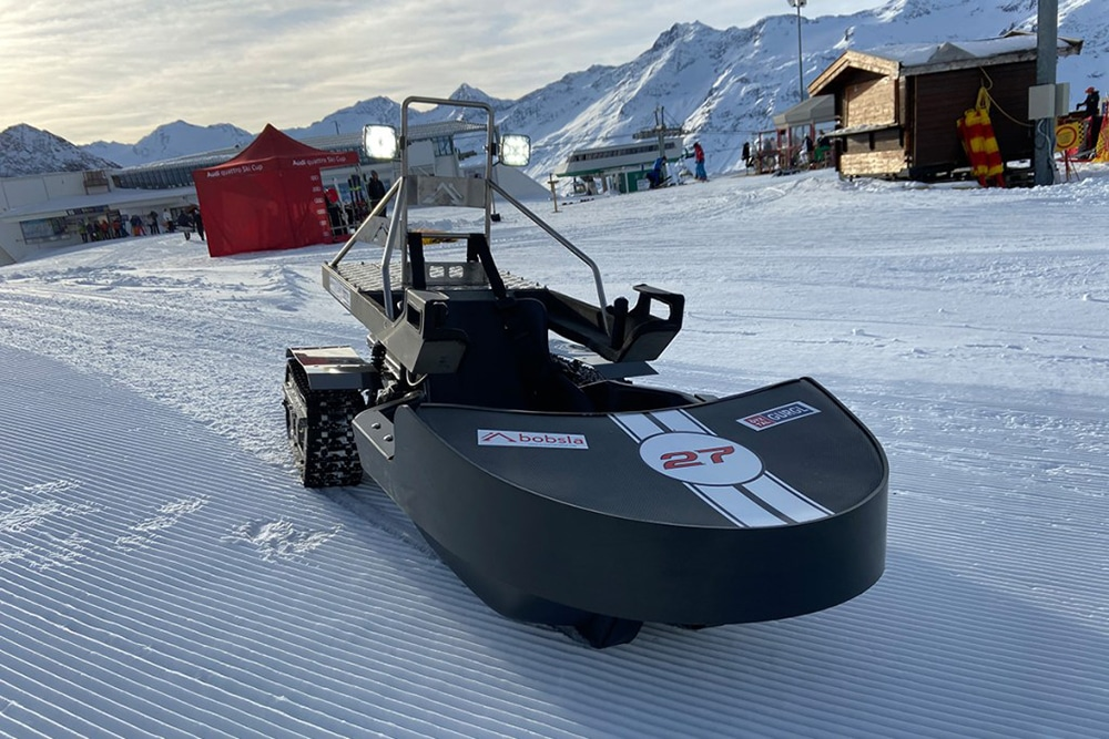 Bobsla is an electric machine halfway between the sleds, drift kart and snowmobile designed for fun