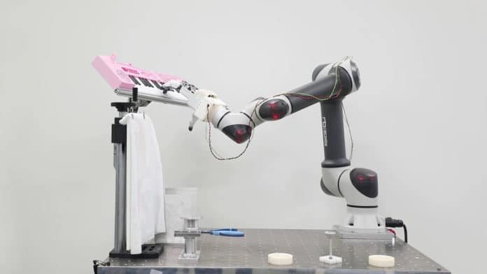 Robotic hand with human-like capabilities can even play the piano.