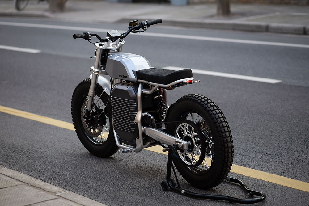This vintage electric motorcycle snaps from 0 to 100 km/h in 3.2 seconds.