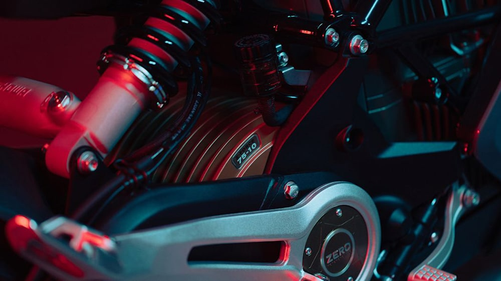 It features a ZF 75-10 engine and the 14.4 kWh lithium-ion battery.