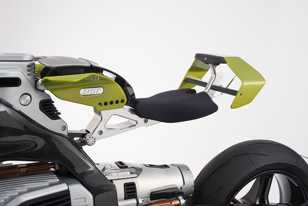 3 adjustable seat height levels are available.