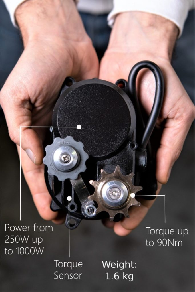 It allows a clean installation on your bike for a motor that fits in one hand.