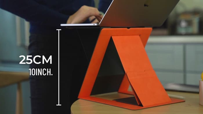 When you are standing, MOFT Z offers a natural height for your palms to rest onto the laptop.