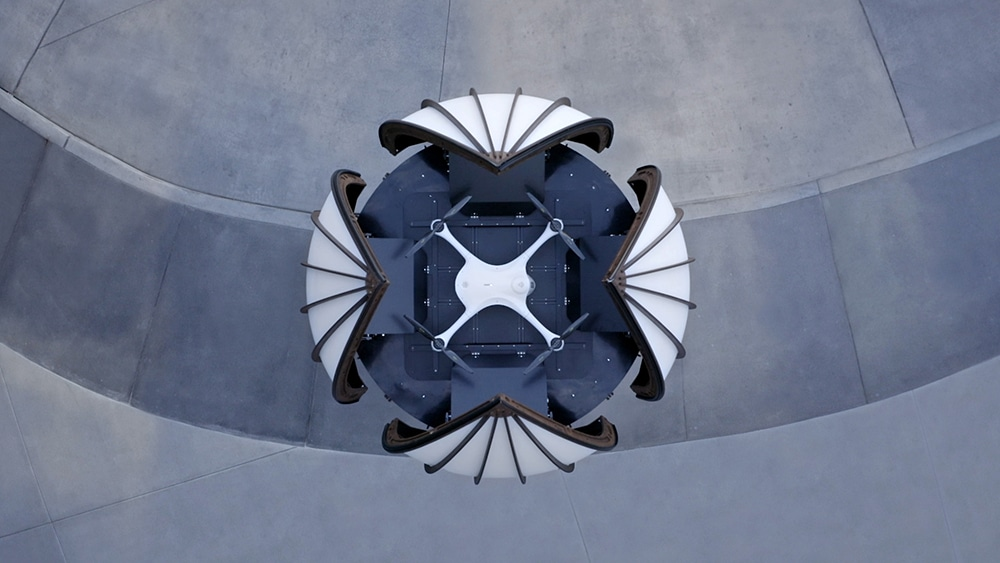 The dome of the tower consists of four sections, independently opening and closing if necessary.