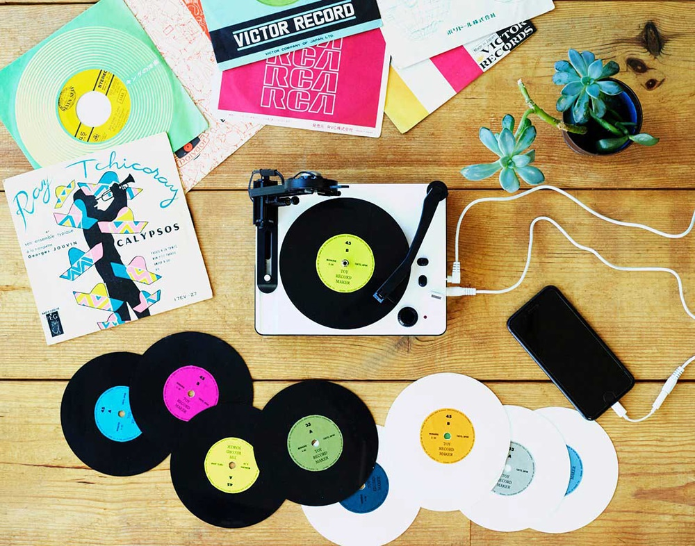 It is supplied with 10 discs of blank vinyl, with more readily available to order online.