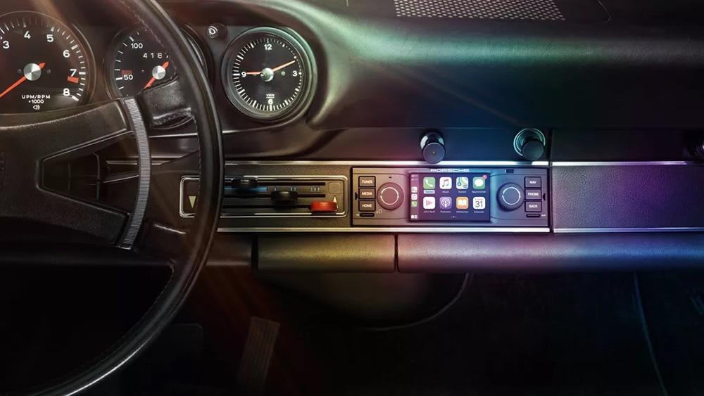 Porsche Classic Communication Management in the 911 F.
