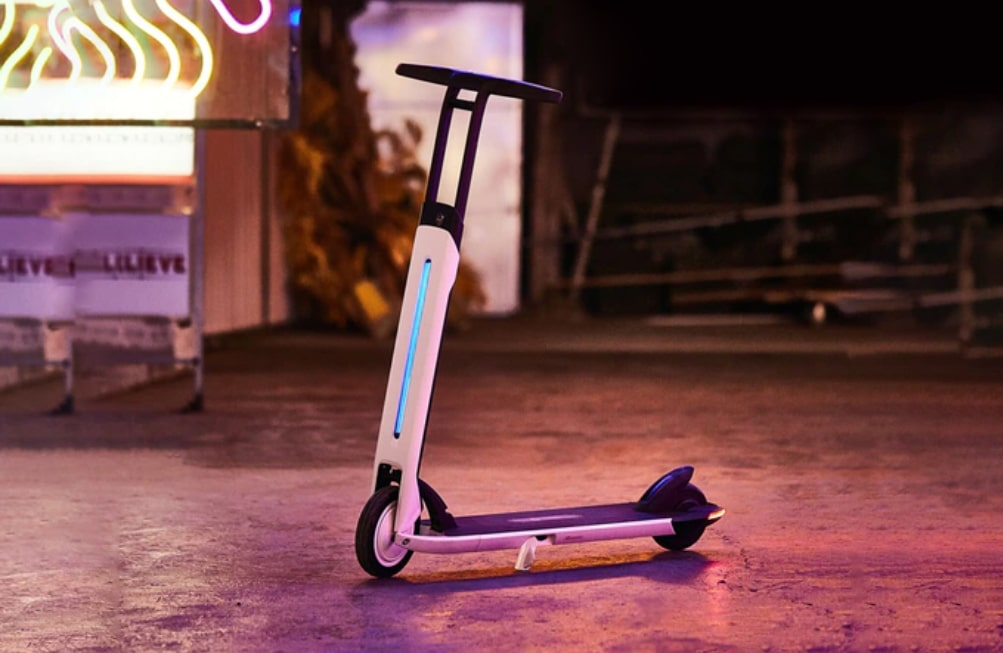 The bar and tail lights of Air T15 are designed to light up your way ahead in style.