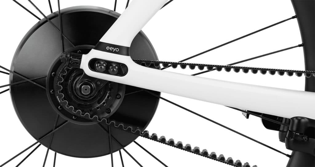 Eeyo Smartwheel contains the drive, battery, sensors and the computing unit.