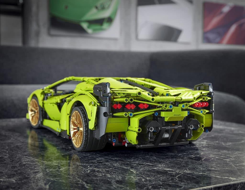 Lego Technic Lamborghini Sián has a moveable rear spoiler.
