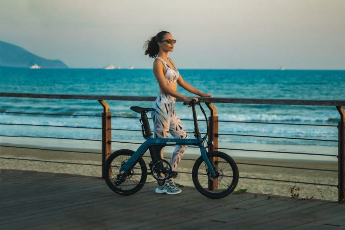 FIIDO D11, an ultra-light folding e-bike with a range of 100 km.