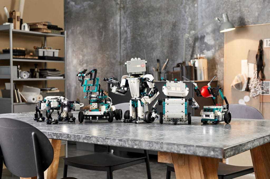 With the 949 pieces in Robot Inventor, you can create five different robots.
