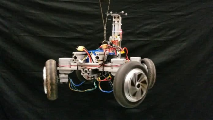 AGRO robot always lands on its four wheels when thrown.