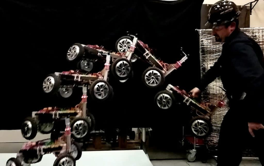 The robot has independently driven and steerable wheels.