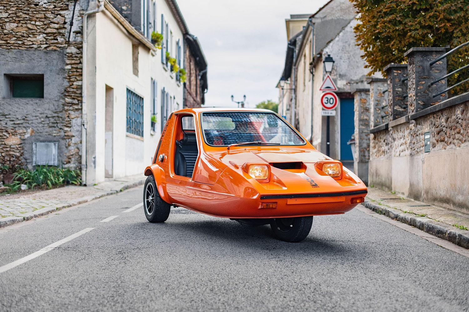 The Yamaha R1-powered 1973 Bond Bug is up for auction