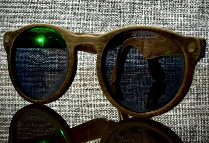 Samson March creates the DIY smart glasses from scratch with GPS.