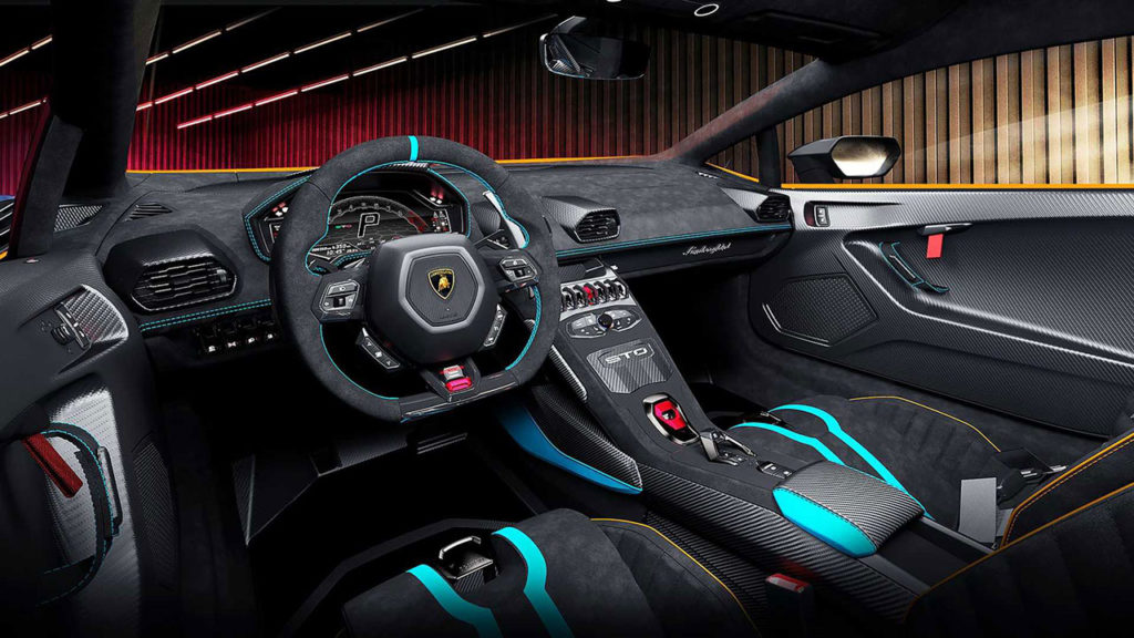 The steering wheel houses the control of the driving programs.