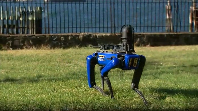 New York police begins testing the robot dog with an extendable arm add-on.