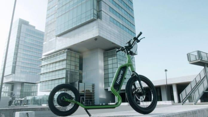 Kobra, an Italian e-scooter with big, beefy wheels and 100 km of range.