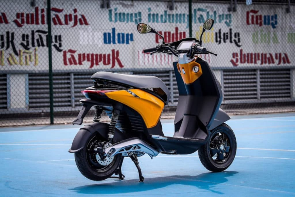 New Piaggio ONE e-scooter combines efficiency with fun.