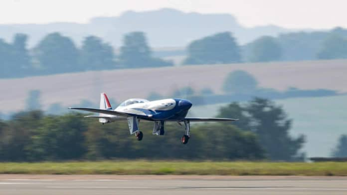 Rolls-Royce's all-electric 'Spirit of Innovation' takes to the skies for the first time.