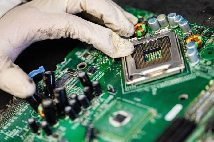 A flash Joule heating process developed at Rice University recovers valuable and toxic metals from electronic waste.